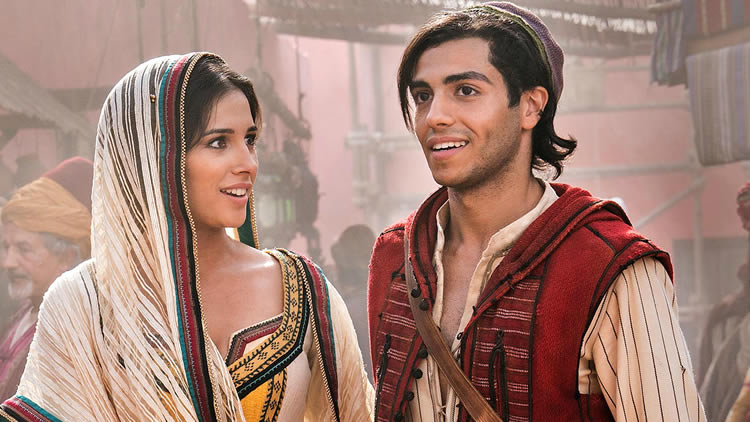 Mena-Massoud-as-Aladdin-and-Naomi-Scott-as-Princess-Jasmine